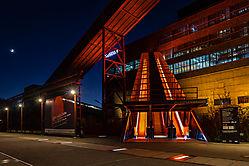 Die berühmte rote Rolltreppe