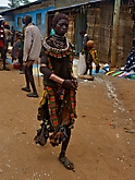 Frau vom Volk der Hamar