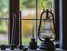 Gegenstände  am Fenster