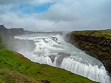 Gullfoss, kurz hinter dem einzigen Geysir von Island, sonst vor lauter Menschen kaum zu sehen...