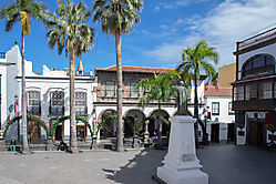 Plaza de Espania in Santa Cruz