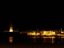 Die Altstadt von Sur, Oman bei Nacht