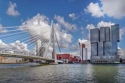 Erasmusbrücke mit vertikaler Stadt - Rotterdam