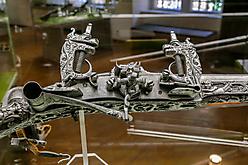 Waffendetail - III