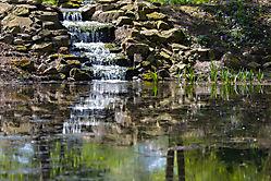 Bachlauf mit Wasserfall