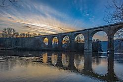 Ruhrviadukt Herdecke kurz vor Sonnenuntergang