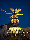 Pyramide Sternschnuppenmarkt Wiesbaden